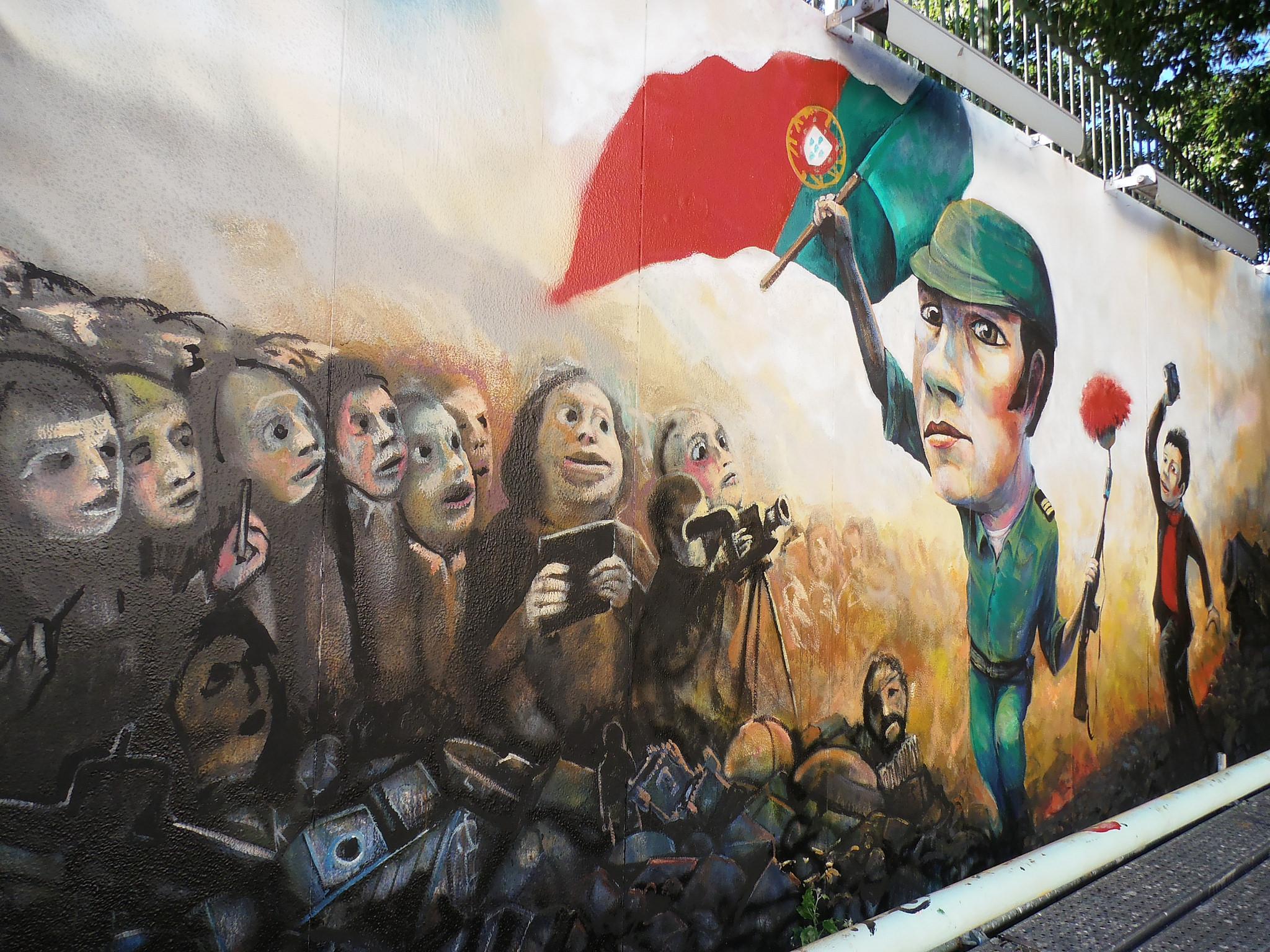 Lisbon street art depicting the Carnation Revolution © Jeanne Menjoulet / Flickr