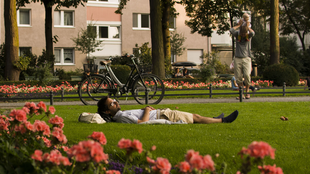 Lazing away in Viktoria Park, a favourite summer pastime in Berlin | © Nico Caramella/ Flickr