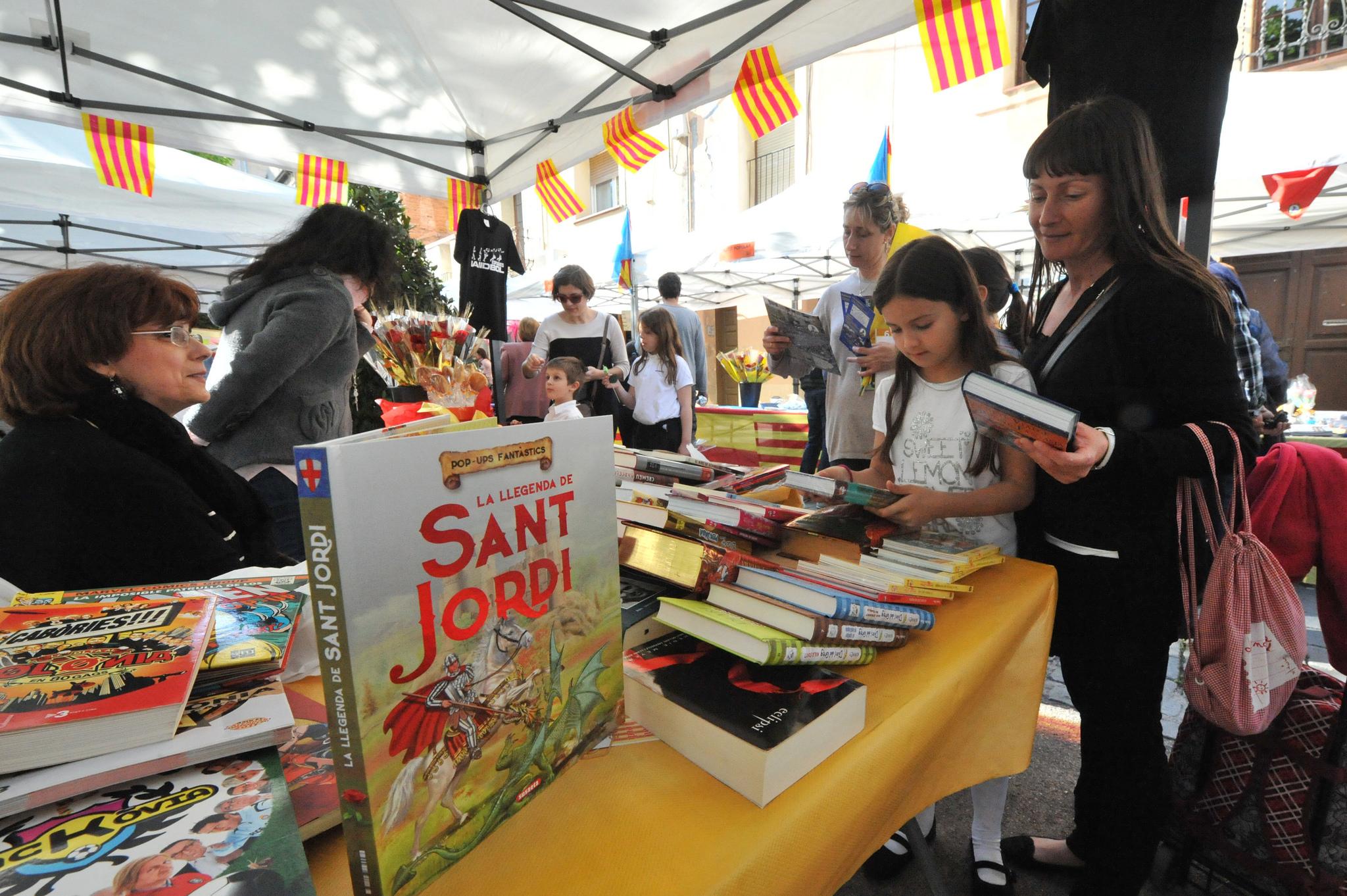 A book stall for Sant Jordi © Ajuntament d'Esplugues de Llobregat