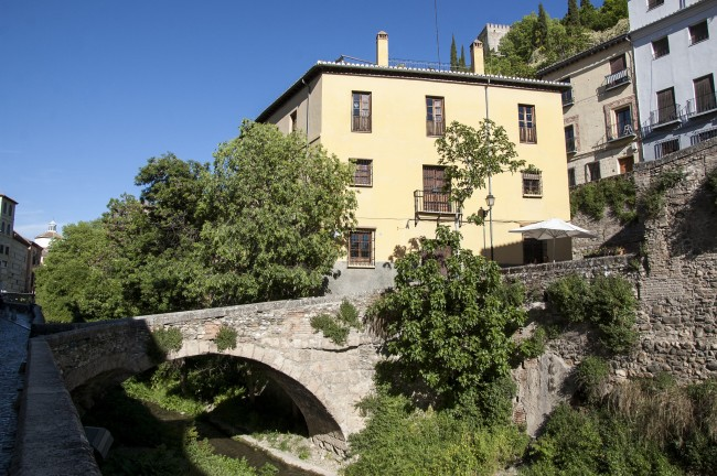 One of the old bridges on the beautiful Carrera del Darro; Juan Luis, flickr