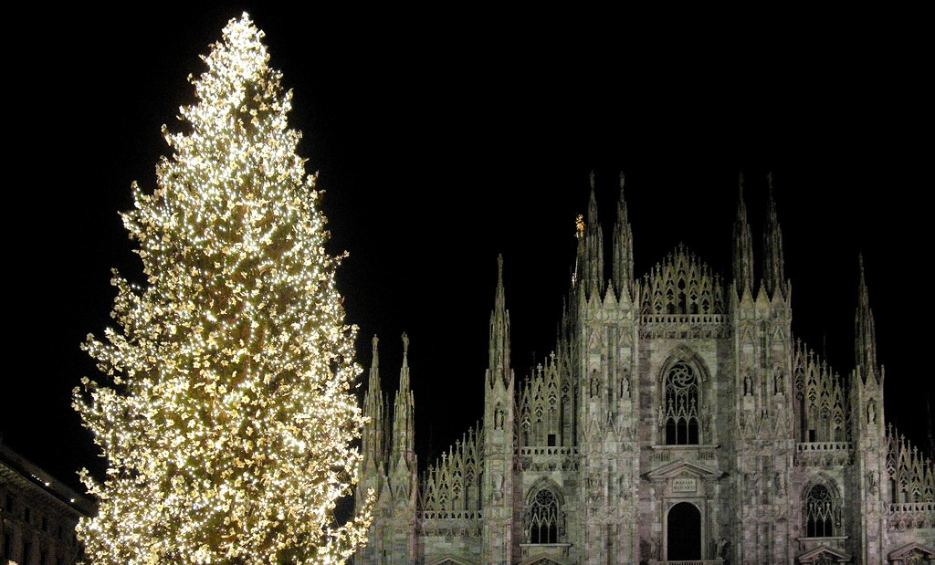 Christmas in Milan | © angelocesare/Flickr https://www.flickr.com/photos/angelocesare/2133002142/in/photolist-4fuce1-edKXia-7uWxF7-edS3m3-edLApk-pX8cfq-edSBGu-7o13YL-7pn9NZ-4fjA6B-tPPxL-edSvmA-4bPtm1-edKy8R-edRHzS-7nW8MF-edKZnt-edKnsB-edRSEb-4cfGqu-edLmBH-edRM8f-7oDaQr-edM5Gg-edM76M-7o14u7-uj1VN-qiGBN7-edRDod-7wuT2-4jofYp-5M8Zj8-ibERaV-edLsPt-7o12Y9-edRmvA-4fcCUA-7ozdj9-5LFe2H-edLfMr-943LHb-edKAWP-7q3Btz-edS7fj-edSng5-7pVFPf-edM4u6-5QWV2D-7zeX6-edLaJg