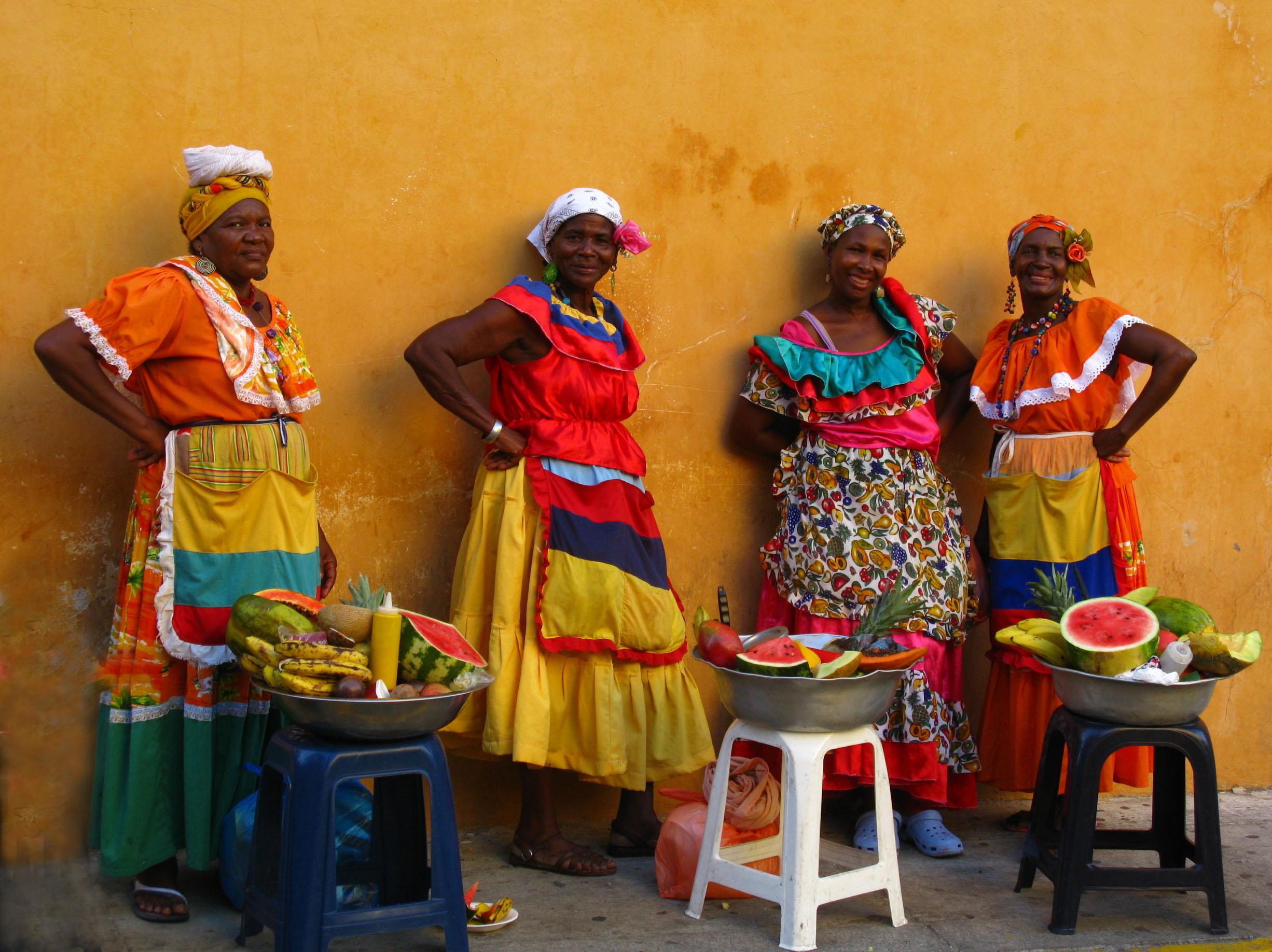 Colourful Colombian women | © Luz Adriana Villa/Flickr