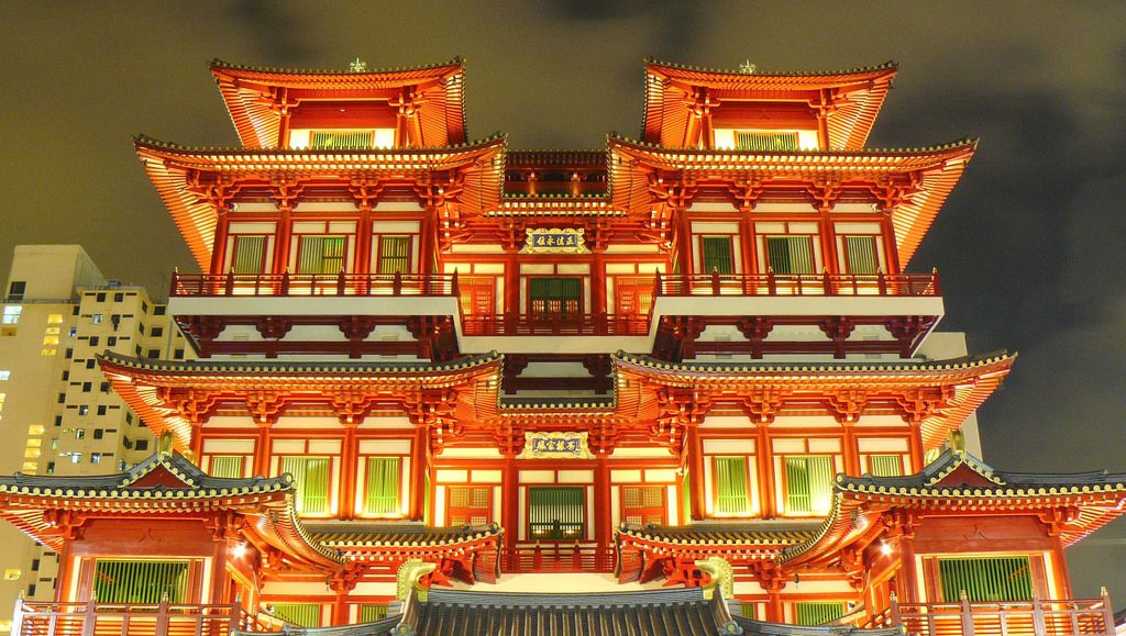 Buddhist Tooth Relic Temple in Chinatown, Singapore | © yeowatzup / Flickr