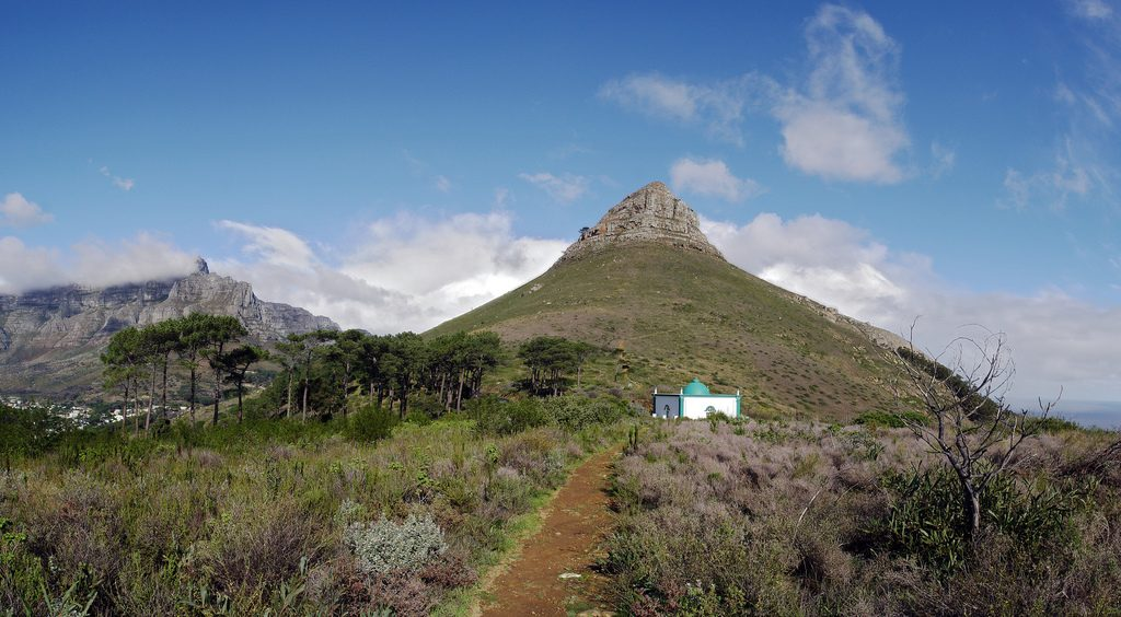 Pathway to the kramat of Sheikh Mohamed Hassen Ghaibie Shah on Signal Hill, Cape Town | © Damien du Toit/Flickr