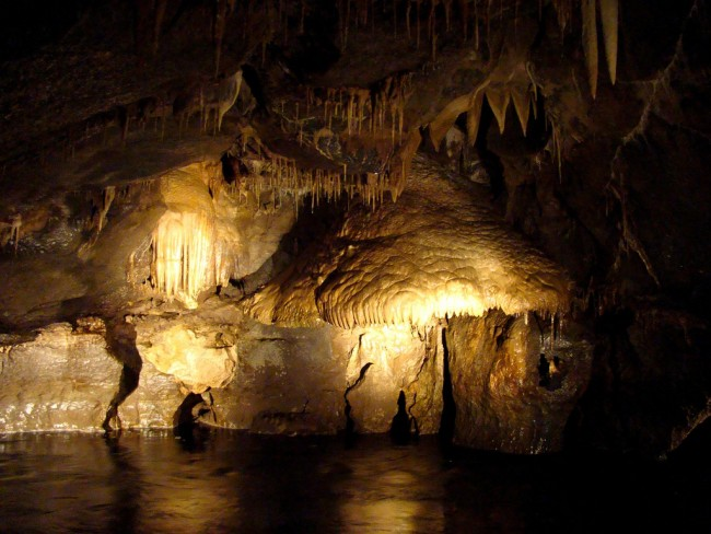 Inside the caves | © Flickr