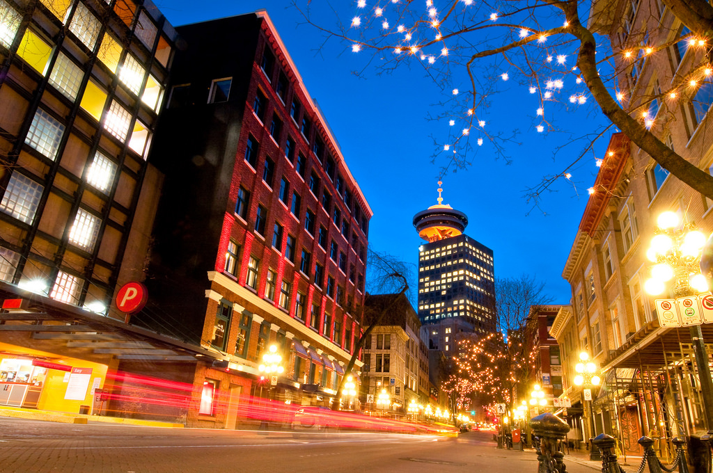 Gastown glowing at night | © Kenny Louie / Flickr