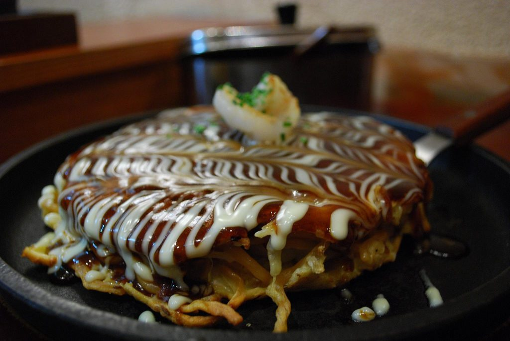 Okonomiyaki served in a restaurant | © Alpha/Flickr