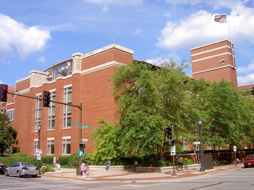 Evanston Public Library | © jojolae/Flickr