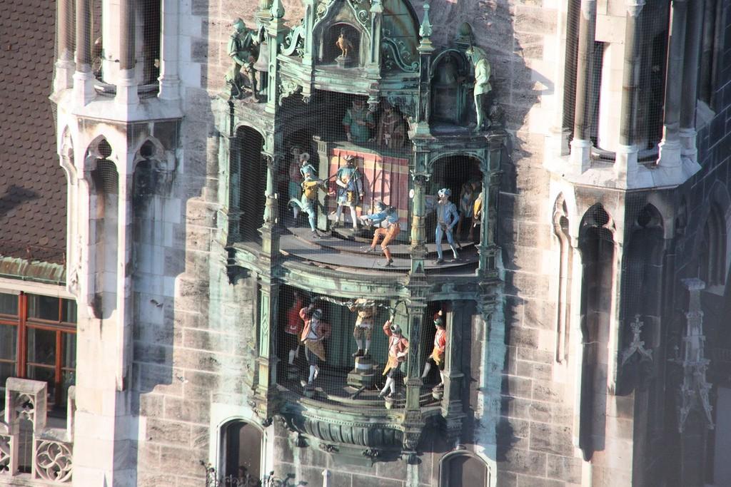 The famous Glockenspiel clock © Stephan A. / Flickr
