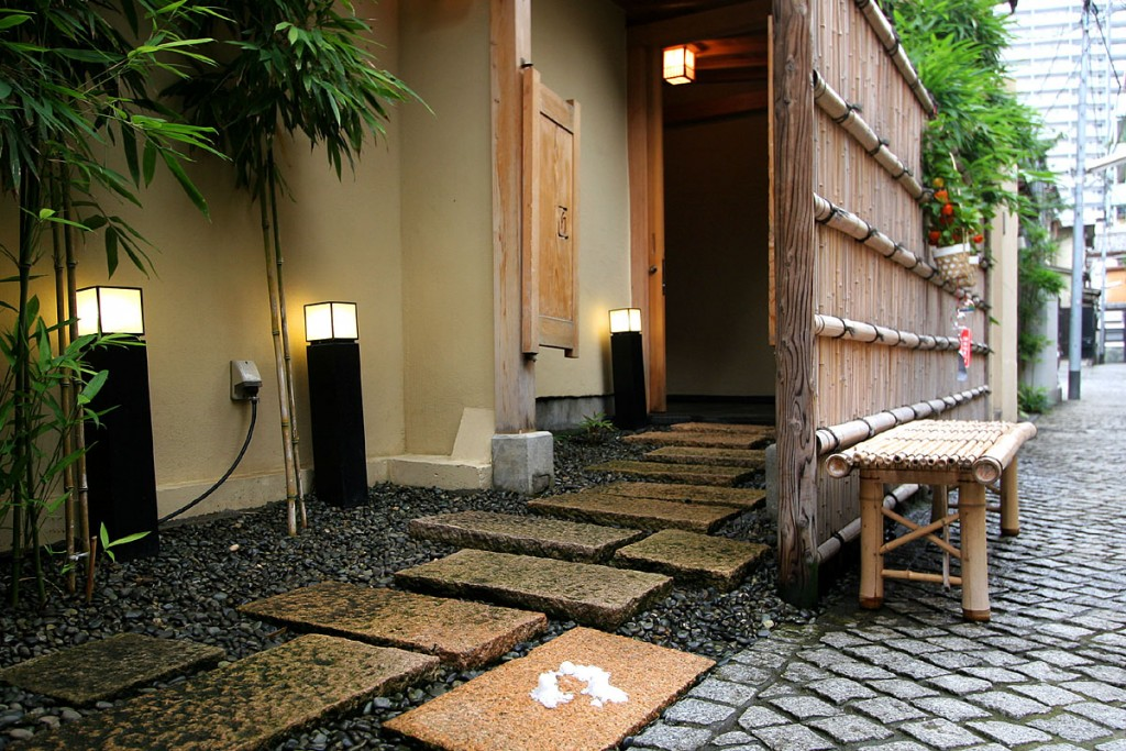 Cobbled backstreets of Kagurazaka | © Kabacchi/Flickr
