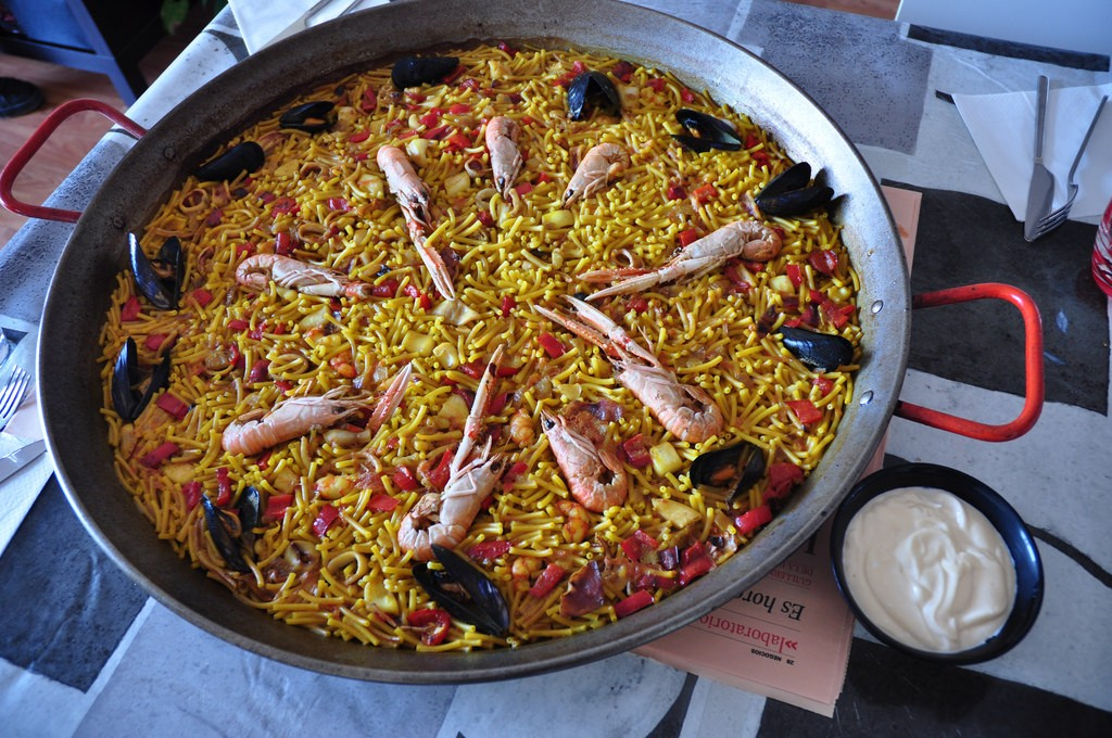 "<a href=""https://www.flickr.com/photos/xurde/4736096800/in/photolist-cryvHJ-8dvJzo-928VTf""><i>Fideuà</i>, a dish made with noodles and seafood 
