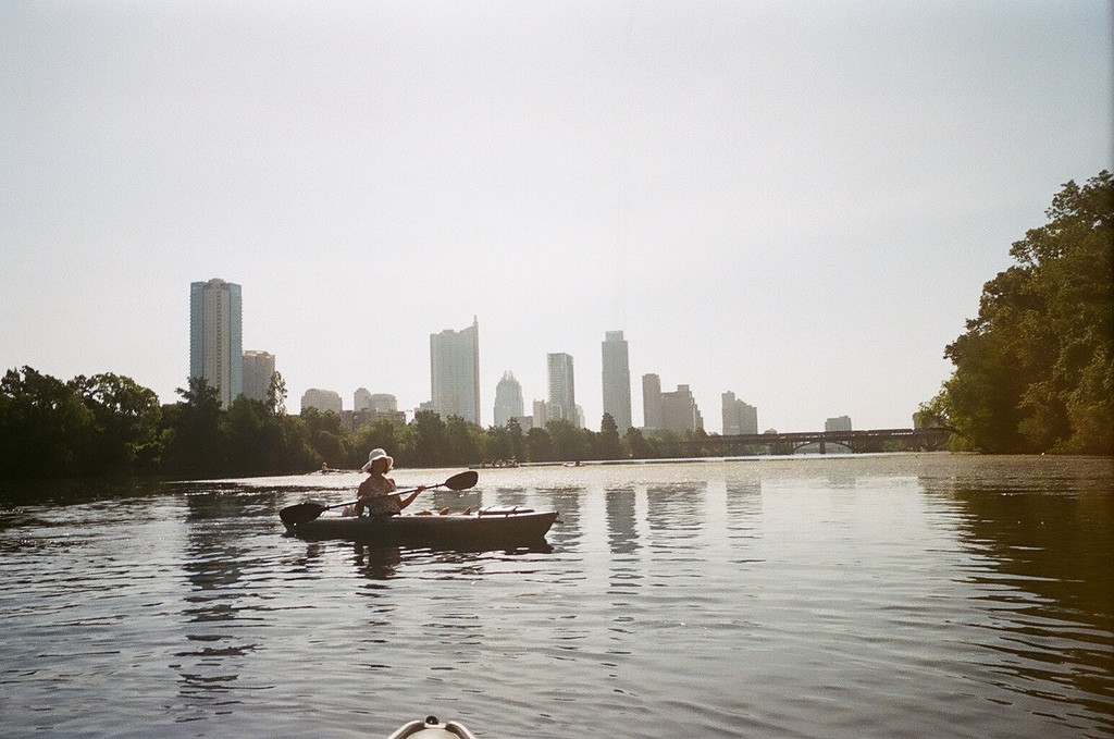 Kayaking on Lady Bird Lake © Tracy Keller / Flickr