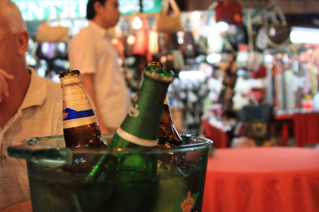 Beers during KL night | (c)Jono Haysom / Flickr