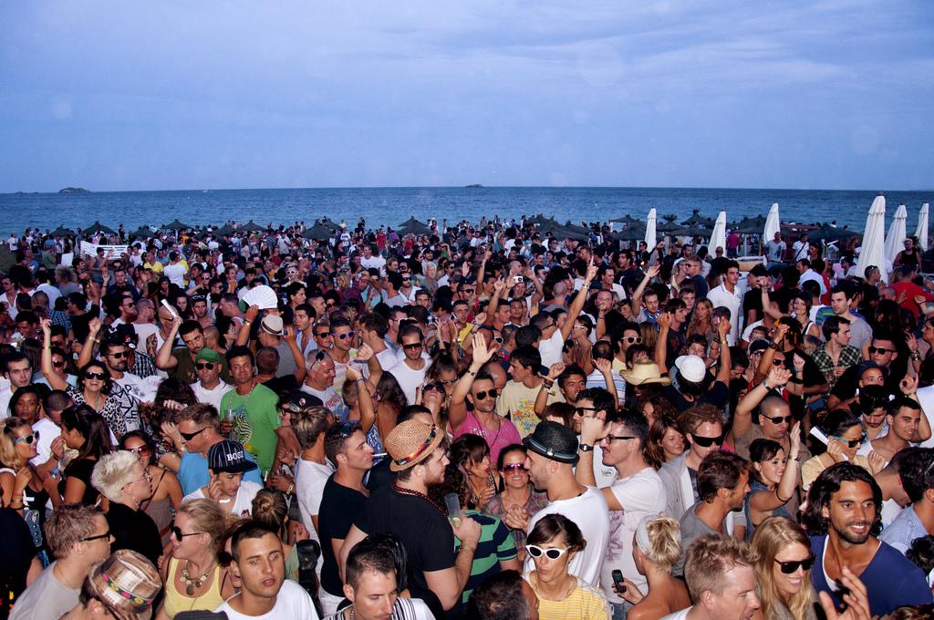 A beach party in Ibiza © Federico Capoano/Flickr