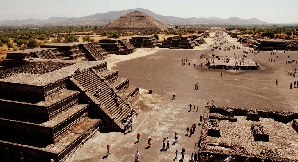 The Pyramid of the Sun, as seen from the Pyramid of the Moon | © LWYang/Flickr