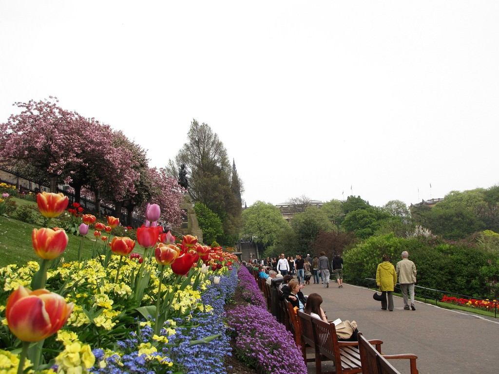 Princes St Gardens, Edinburgh | © Mari Smith/Flickr