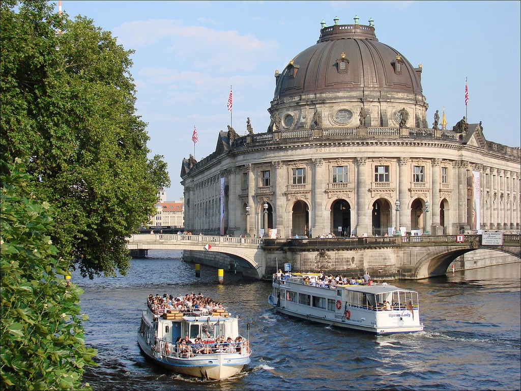Lap up the sun and good views from a boat ride on the Spree | © Jean-Pierre Dalbéra/Flickr