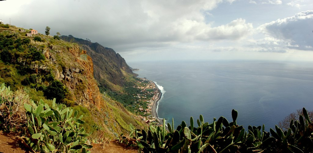 View over Paul do Mar in Madeira © Nuno Luz/ Flickr
