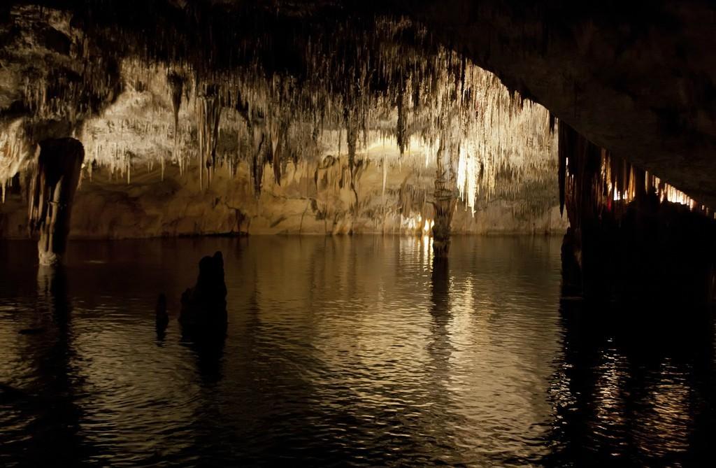 Cuevas del Drach © Harry Metcalfe / Flickr