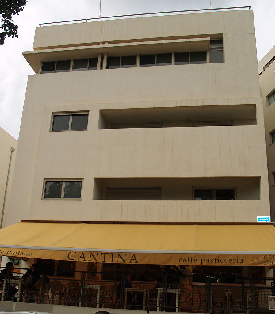 The Rothschild 71 is designed in the classic, international Bauhaus style prevalent in central Tel Aviv's White City