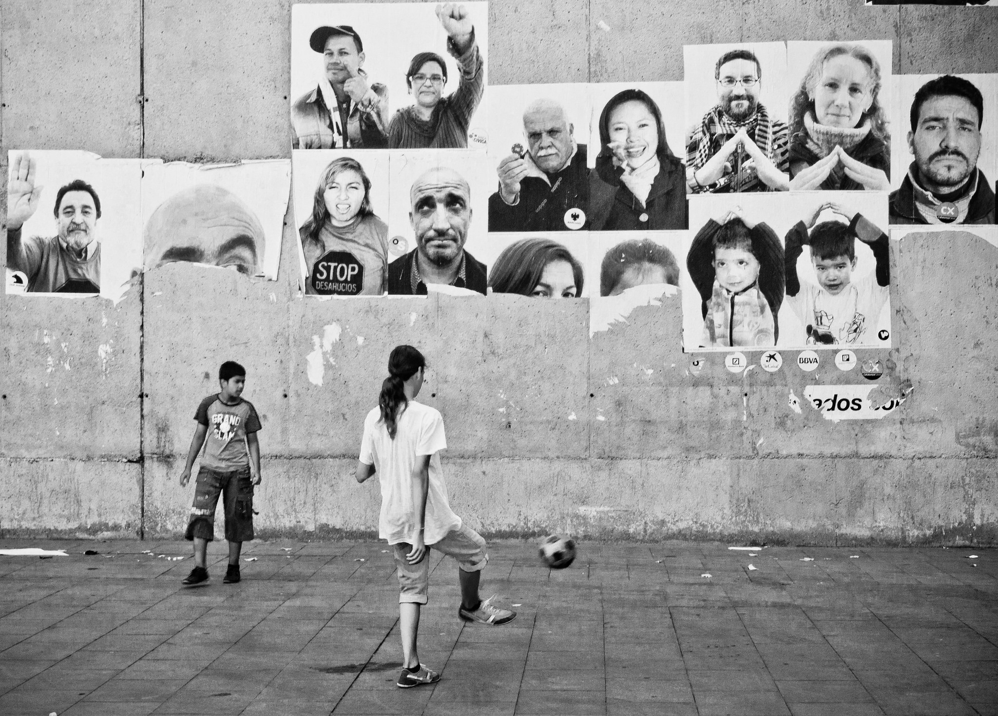 Kids playing in the Raval © Davidlohr Bueso