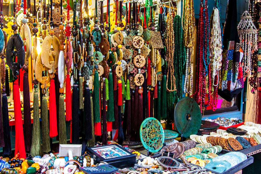 Trinkets at a Hong Kong market   © MojoBaron/Flickr