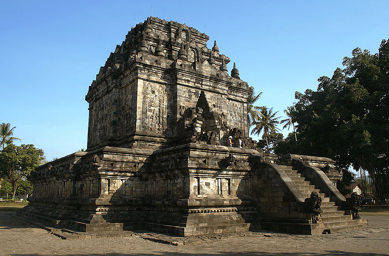 Mendut Temple in Java, Indonesia | Gunawan Kartapranata, Wikipedia