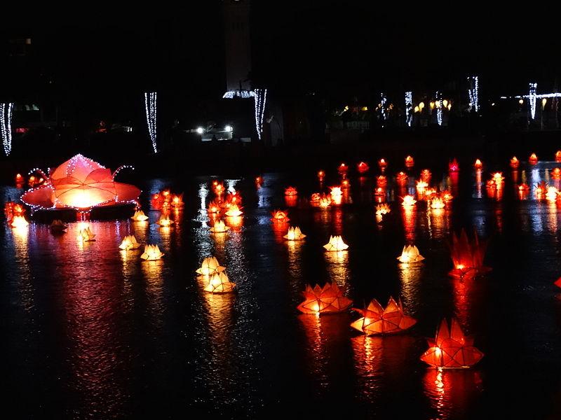 Floating lanterns on a lake for Buddha's Birthday in Jaffna, Sri Lanka | Adam Jones, Wikipedia