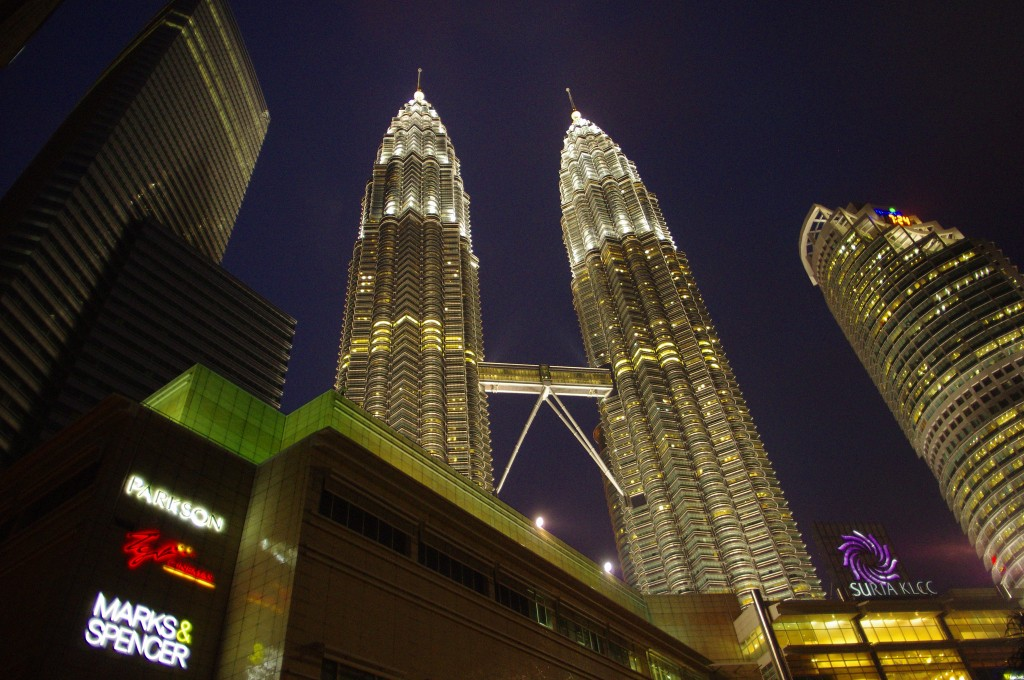 Twin Towers and Suria | (c)Emran Kassim / Flickr