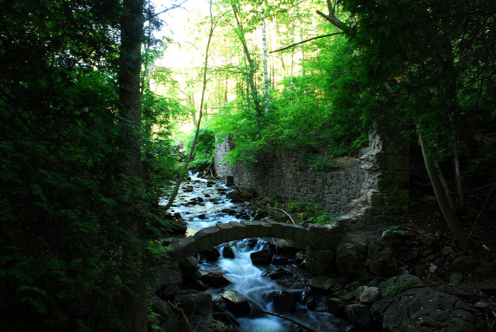Along the Bruce Trail | © Ken Mist / Flickr