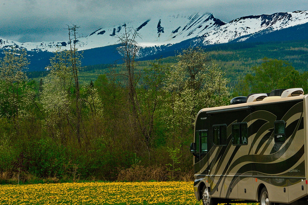 RV in BC | © Dave Bezaire / Flickr