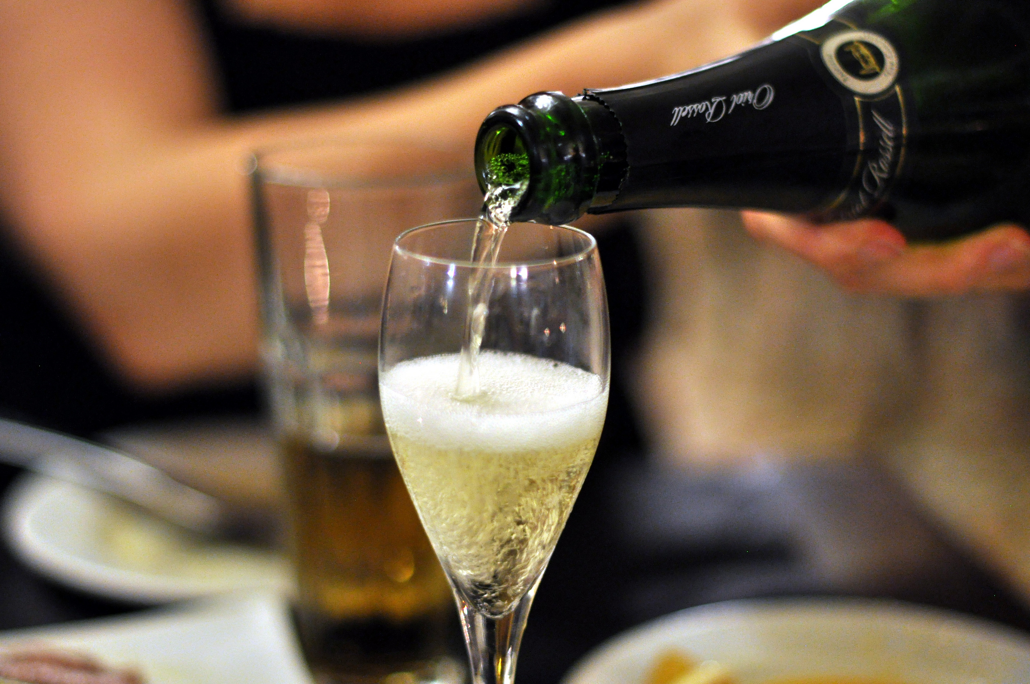 A fresh glass of cava | © cyclonebill/Flickr