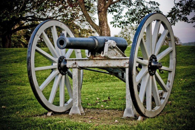 An old Cannon © KeithJJ/PixaBay