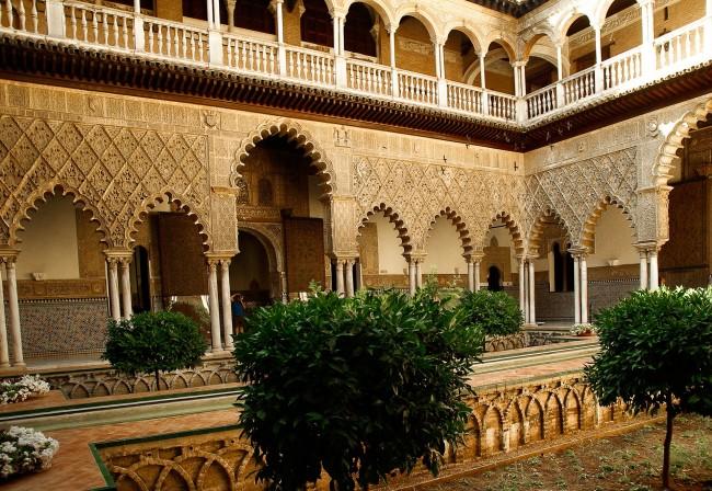 Internal courtyard of Seville's Alcazar palace; pixabay