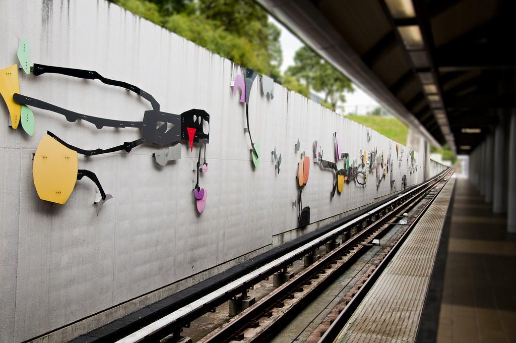 Art at a Tren Urbano train station   © vxla/ Flickr
