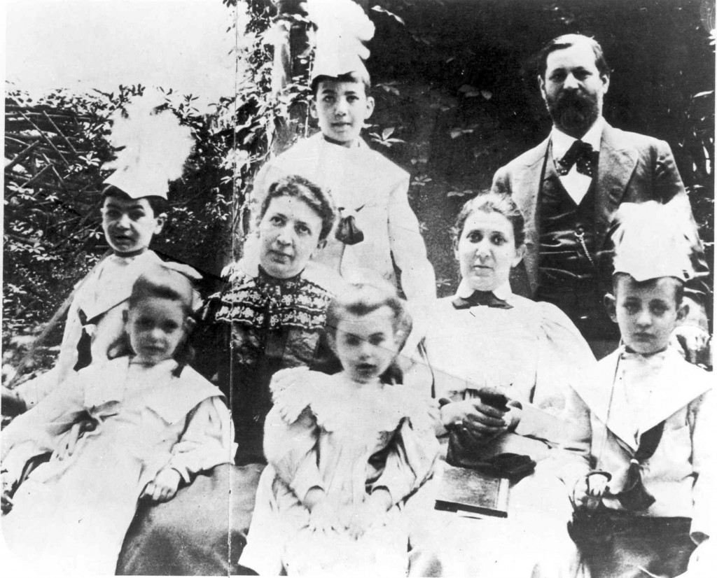 Sigmund Freud and family   © Oliver Ottenschlaeger / SIgmund Freud Foundation
