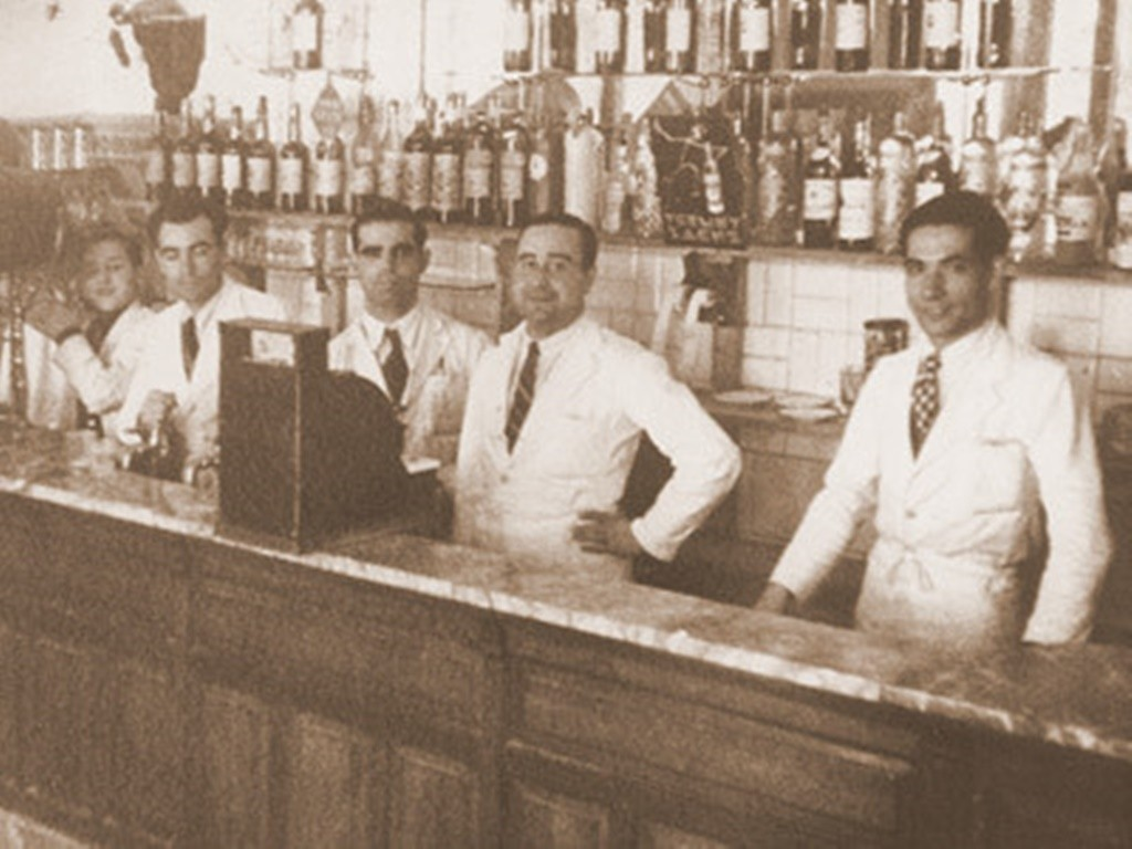 Get your food and history fix at the same time | © Casa del Abuelo