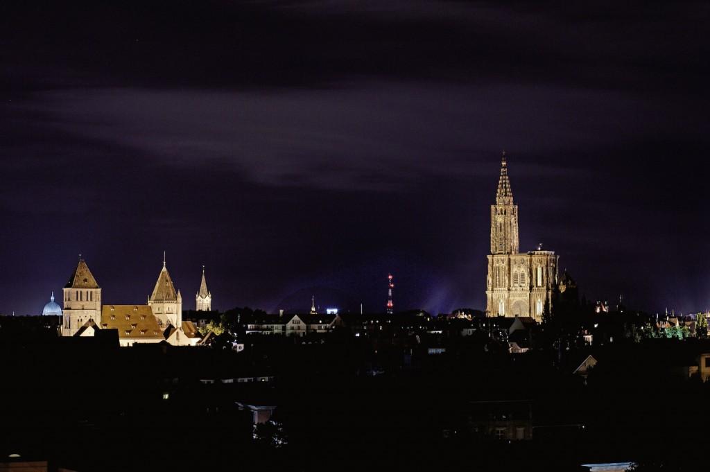 Iluminated St Thomas church (left) and Strasbourg Cathedral (right) ©Christophe Urbain/OT Strasbourg