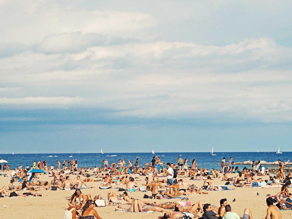 Barcelona beach © Federico Giampieri/Unsplash