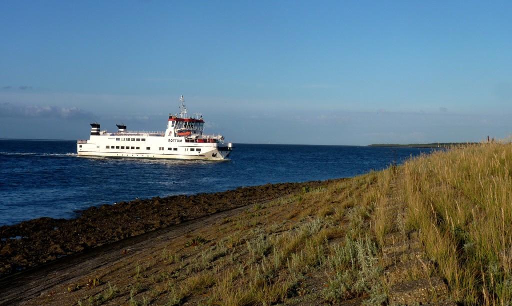 A ferry approaching Schiermonnikoog | © pixabay