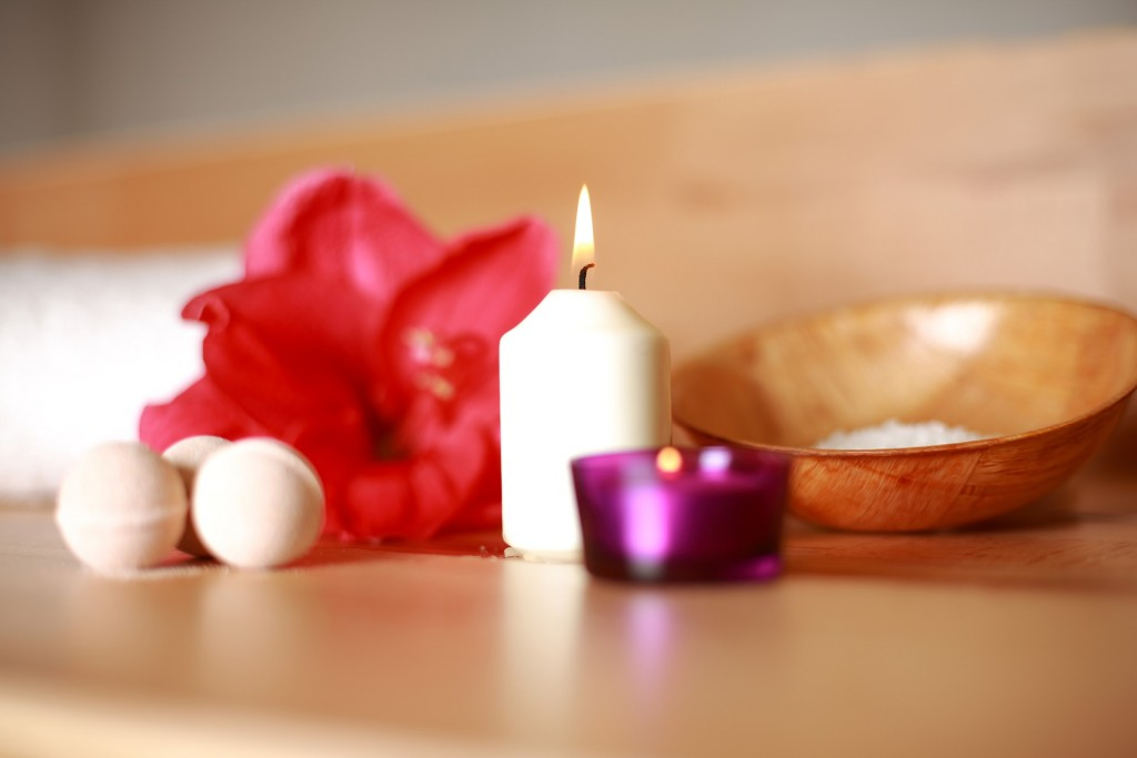Candle and Flower   © Pixabay
