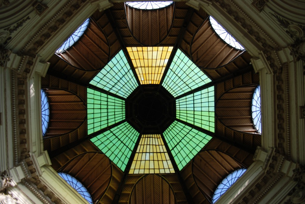 Glass dome above entrance to Vilacrosse-Macca Passage |© George M Goutas /Flickr