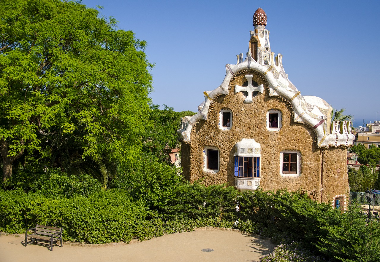 One of the buildings in the Park Güell CC0 Pixabay
