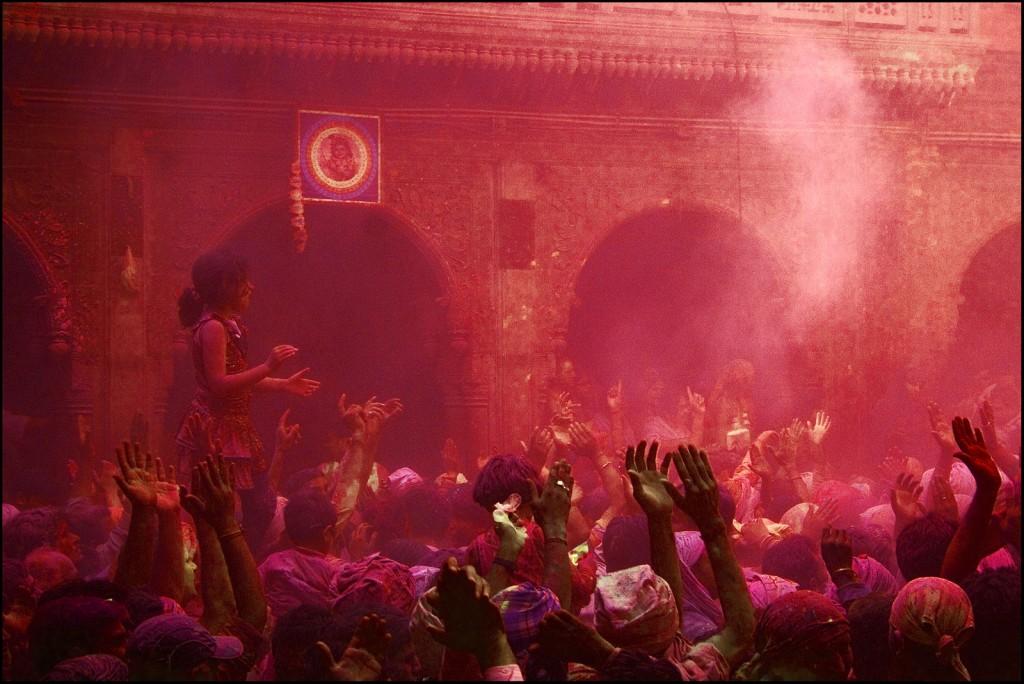 Holi at Banke Bihari Temple   © J.S. Jaimohan / Wikimedia Commons