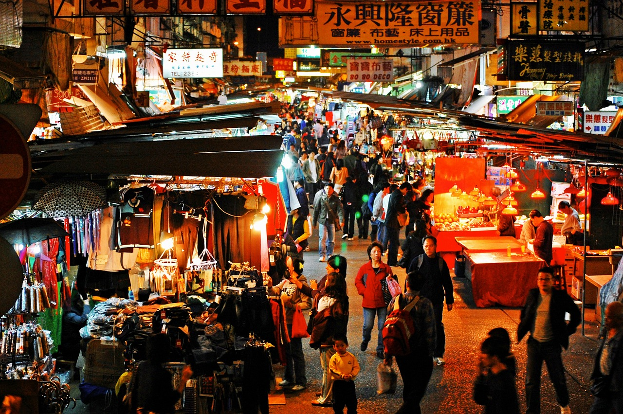 Temple Street Night Market in Hong Kong   Pixabay