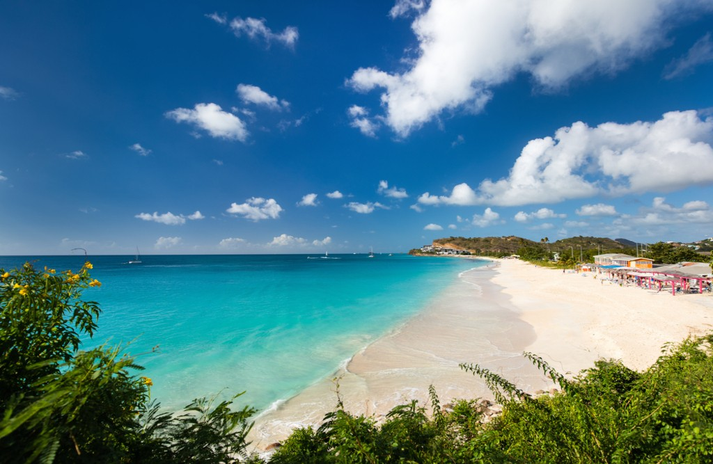Darkwood beach, Antigua | © BlueOrange Studio/Shutterstock
