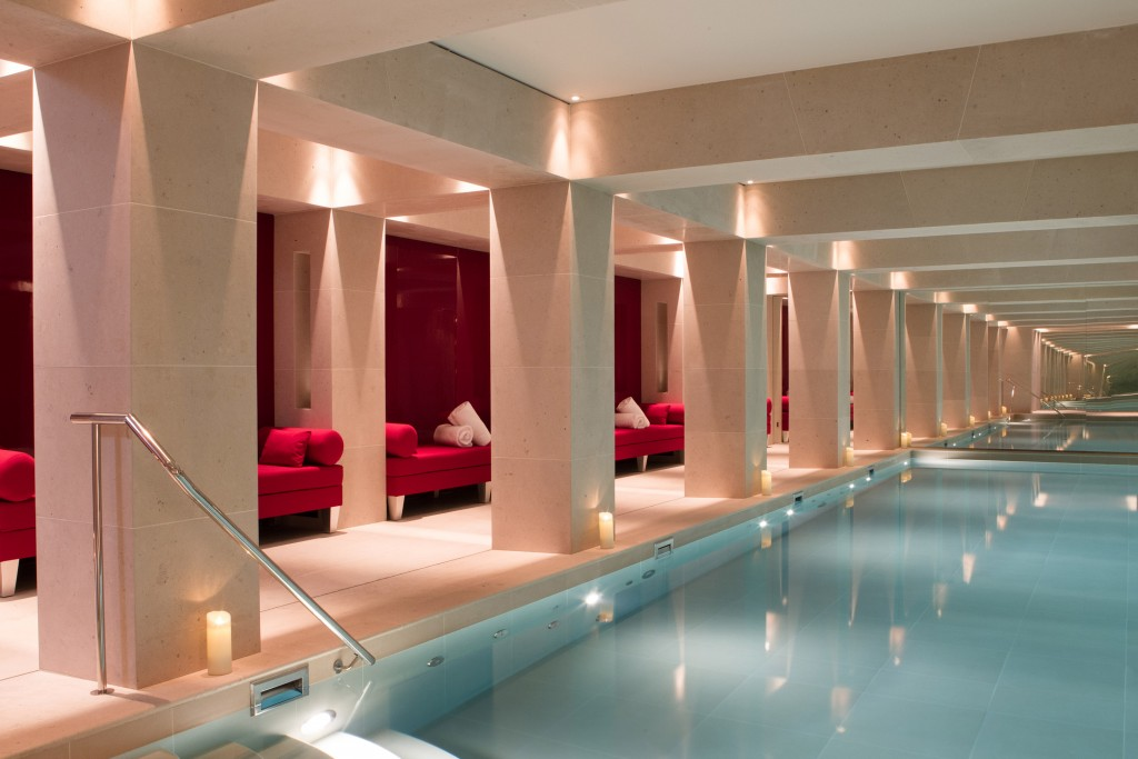 Indoor pool at La Réserve Paris │© G. Gardette, Courtesy of La Réserve Paris