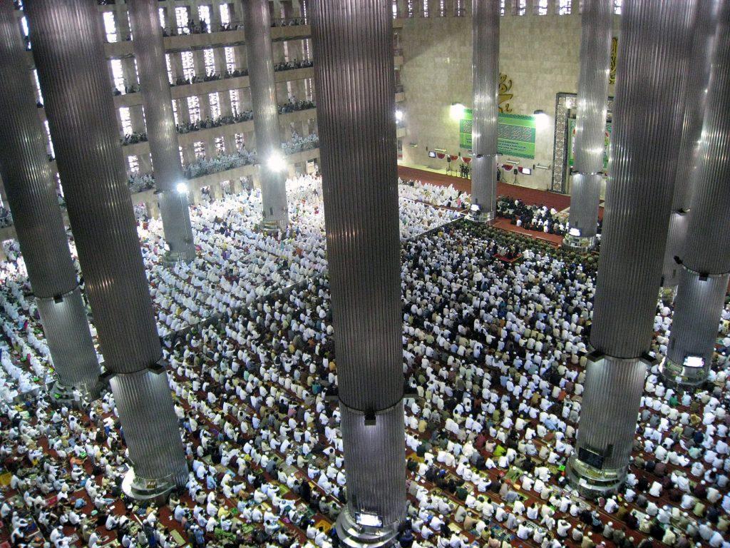 Eid al-Fitr Prayer at Istiqlal Mosque, Jakarta, Indonesia | © Gunawan Kartapranata/Wikimedia
