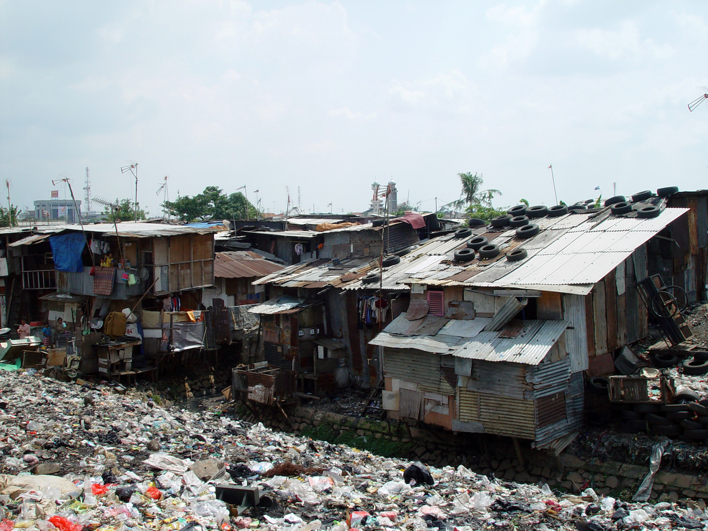 issue of shanty towns around the world