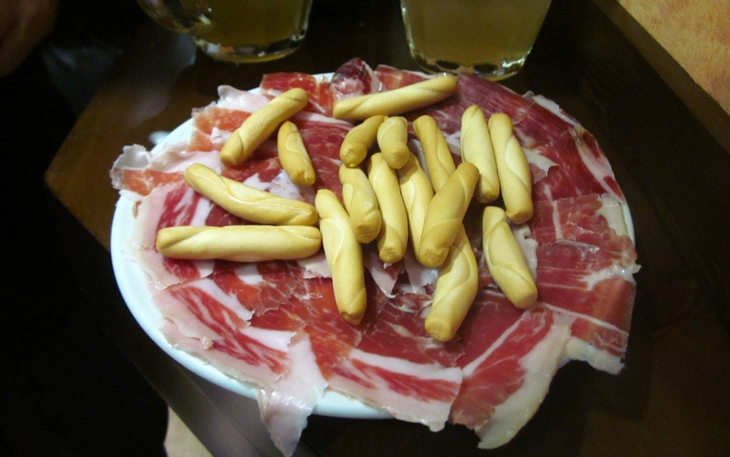 Sliced ham at La Manduca | © Lori Zaino